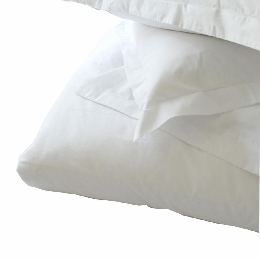 200 Thread Count 50/50 Polycotton Oxford Pillowcase - White Standard & King Size 1